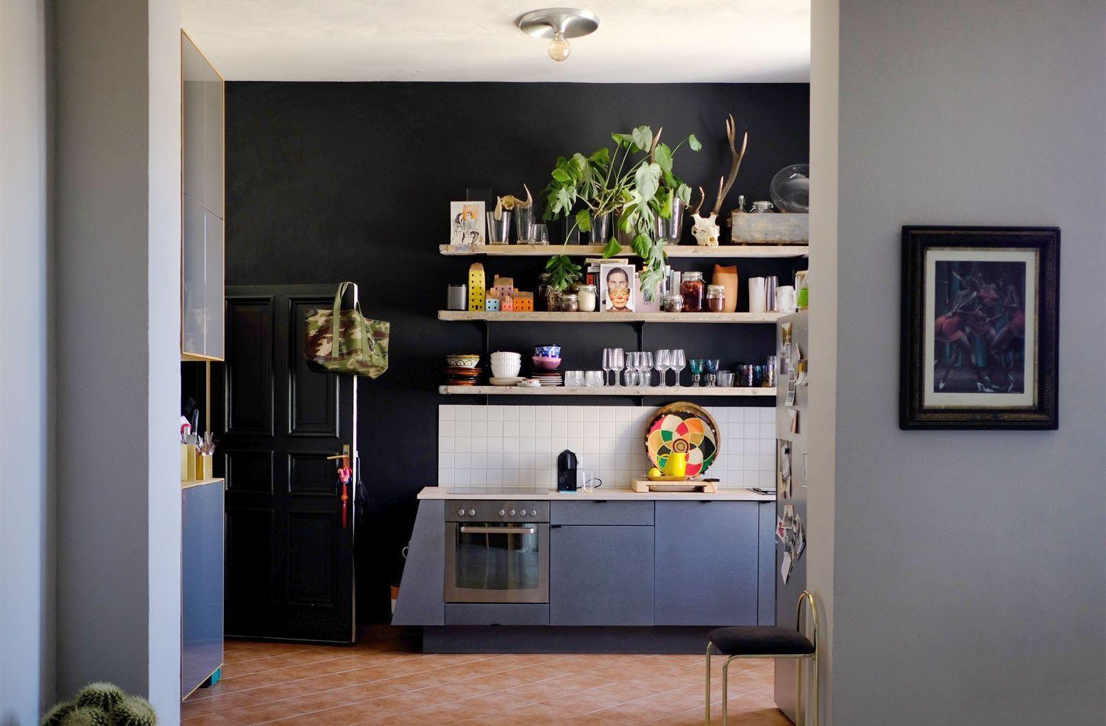 Blick In Die Küche U2013 Wände In Railings (Fu0026B), Vom Tischler Angefertigte  Fronten