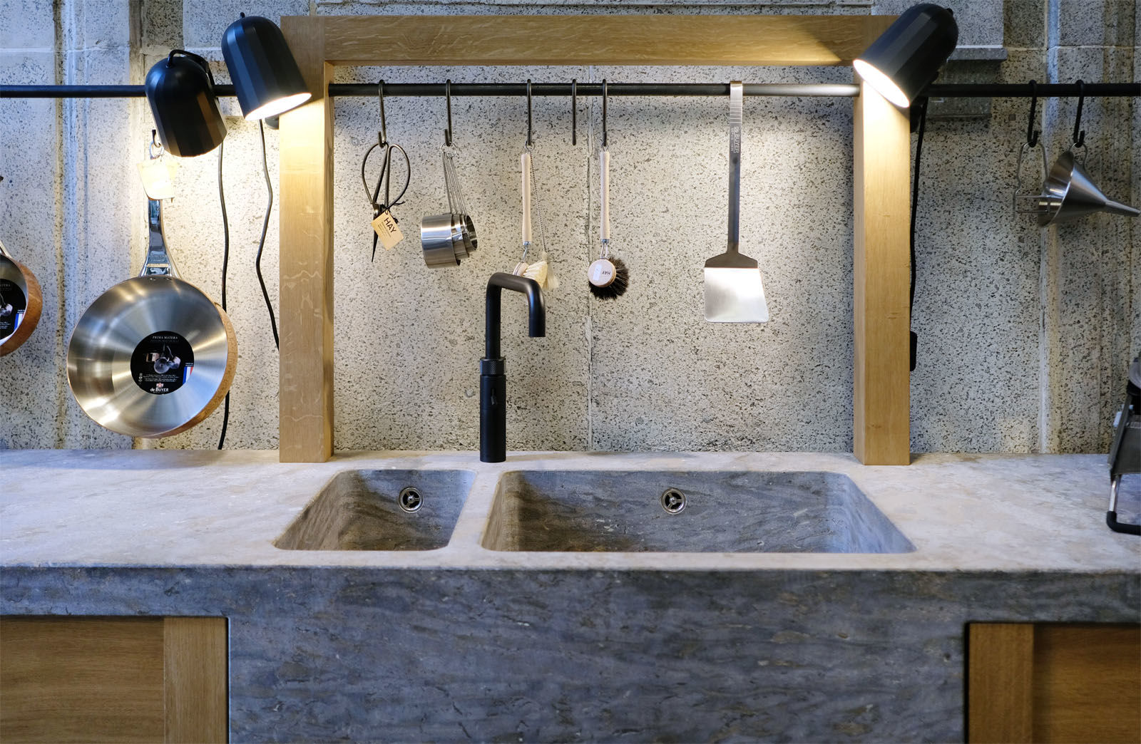 Outdoor Küche Aus Altem Holz : Stein holz stahl u2013 küchen für drinnen und draußen am s bahnhof