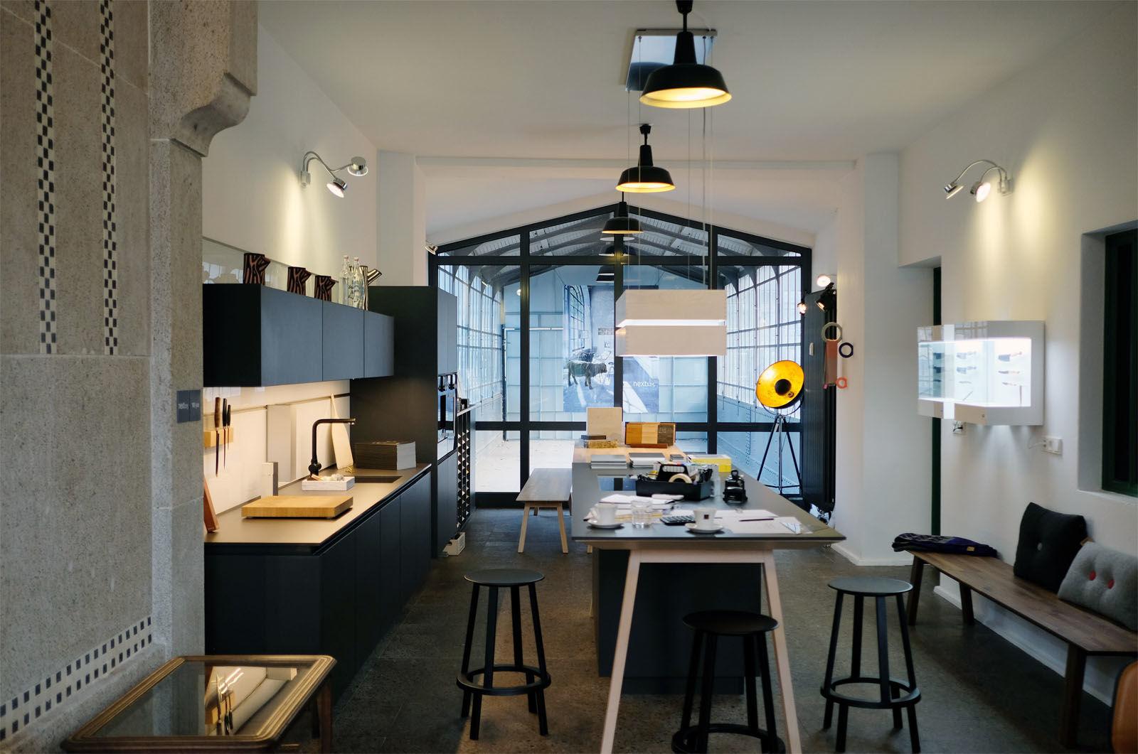 stein holz stahl k chen f r drinnen und drau en am s bahnhof botanischer garten berlin. Black Bedroom Furniture Sets. Home Design Ideas