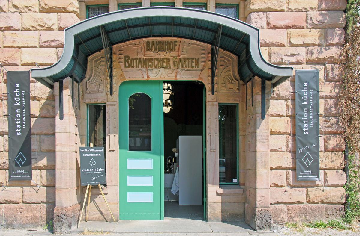 Outdoorküche Stein Gate : Stein holz stahl u küchen für drinnen und draußen am s bahnhof